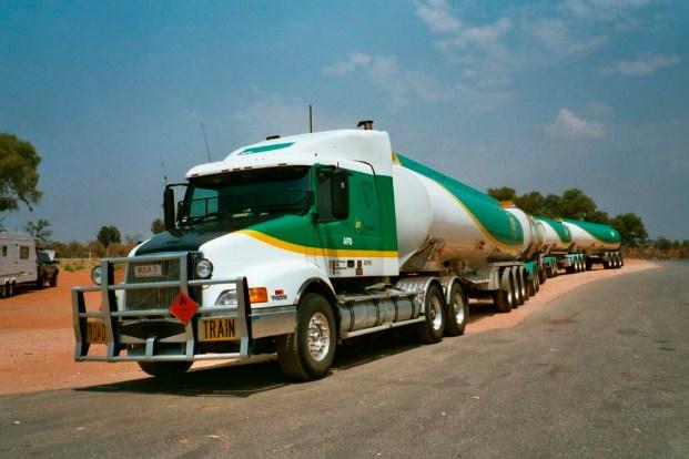 contoh truk gandeng terbaru panjang
