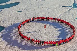 Passengers form a circle around the North Pole, Poseidon Expeditions