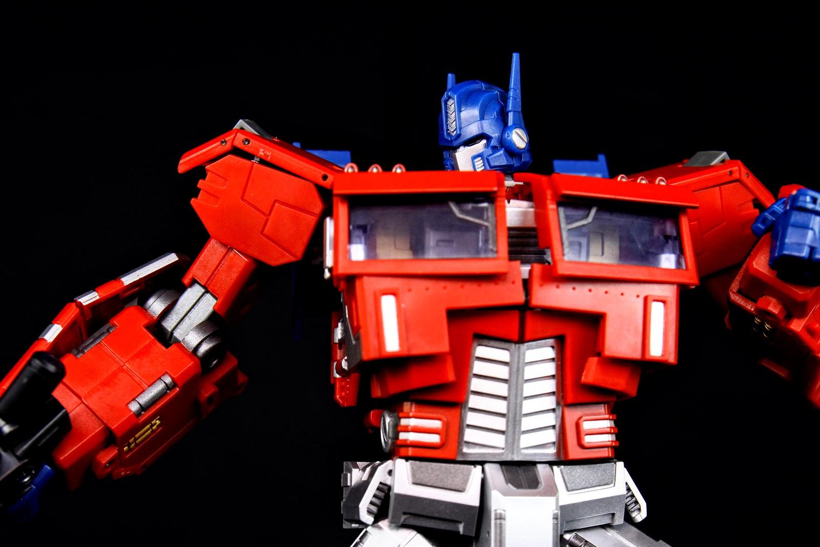 Generation Toy GT-3 OP EX IDW Optimus Prime