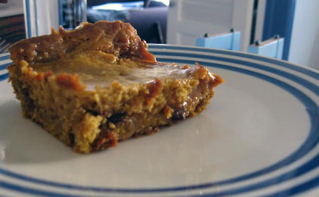 Gooey Caramel Pumpkin Cake Recipe