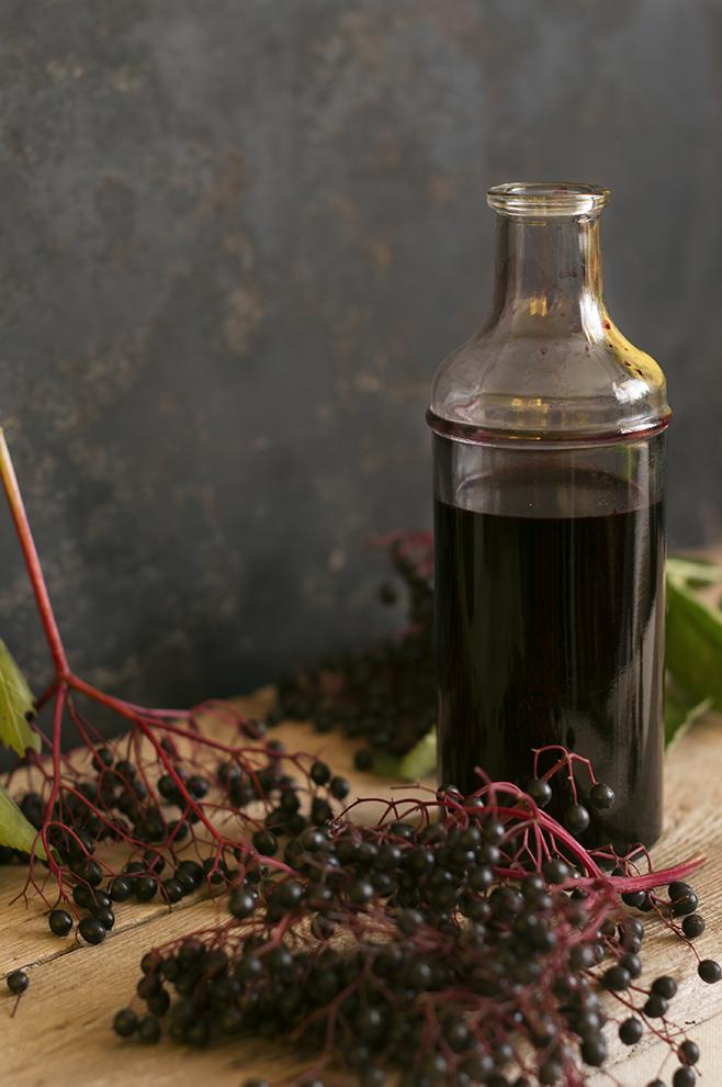 Syrop z owoców czarnego bzu w butelce
