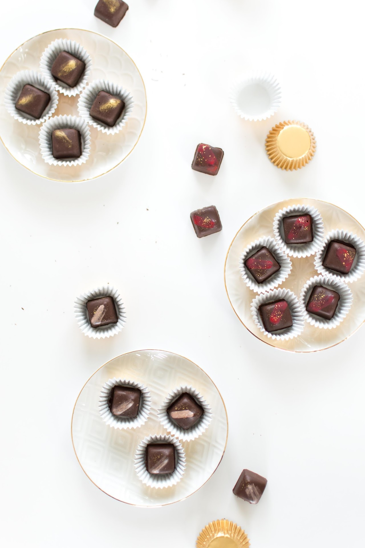 how to make chocolates, chocolates with filling, how to make chocolates with a mold, how to makes gourmet chocolates, how to make chocolates at home, how to decorate chocolates, chocolate gifts, gold luster dust, best gold dust, edible dust,