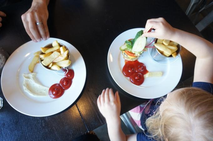 Gluteeniton ravintola Tallinnassa - Kivi Paber Käärid - sopii myös lapsille!