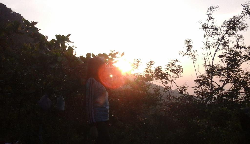 Gambar contoh foto landscape saat terbit matahari di pagi hari