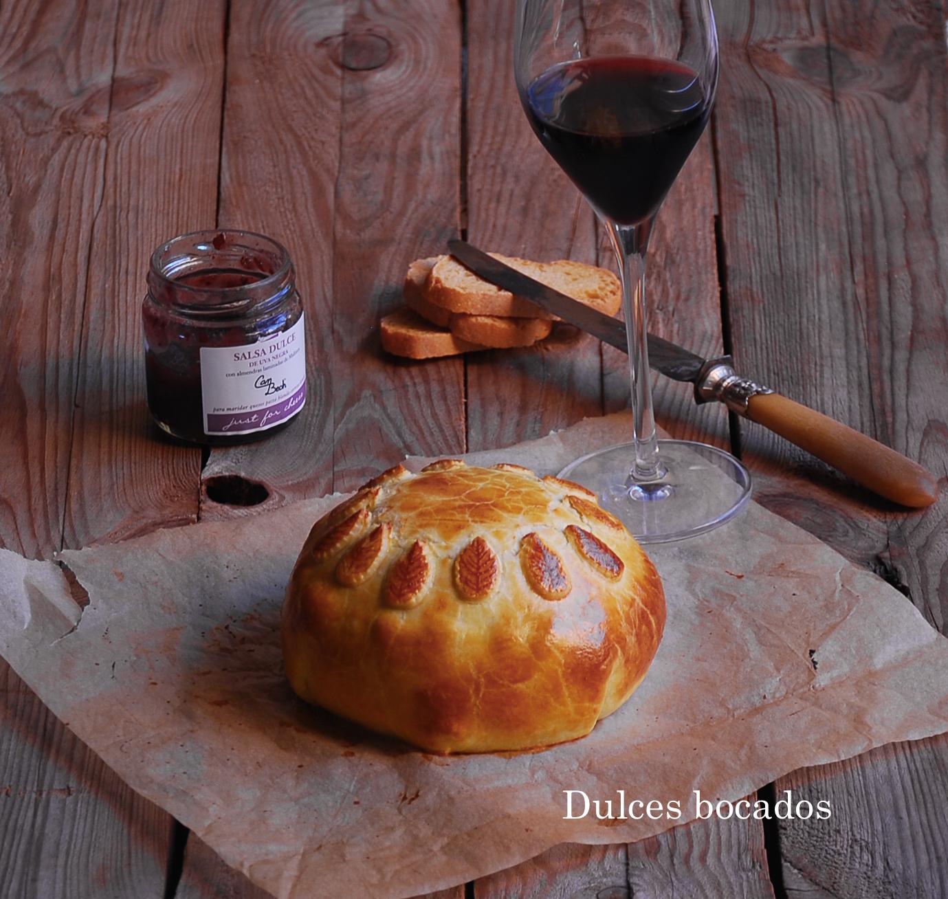 Camembert con jamon iberico salsa de uvas hojaldre - dulces bocados
