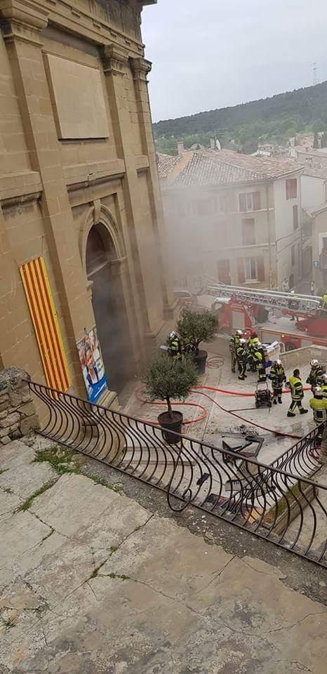 Espectacular incendio en la Catedral de Notre Dame de París K