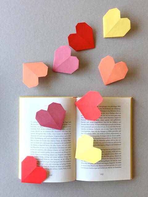 Schaeresteipapier Ein Herz Fur Bucher Origami Buchzeichen