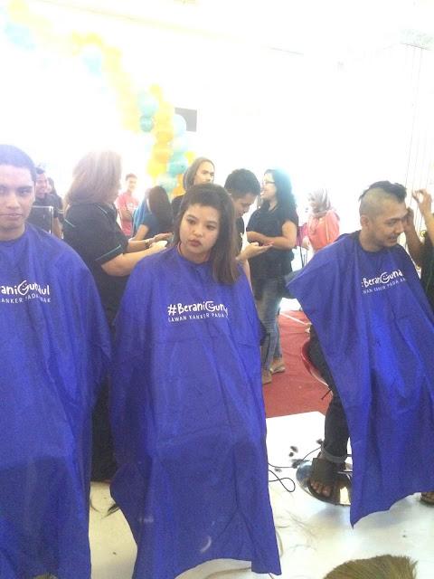 Ratusan  Orang Rela Menggundul rambutnya Demi Ingin Mensukseskan Acara Ini!