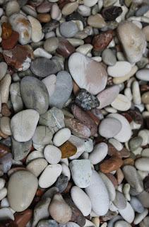 batuan warna warni di pantai kolbano TTS