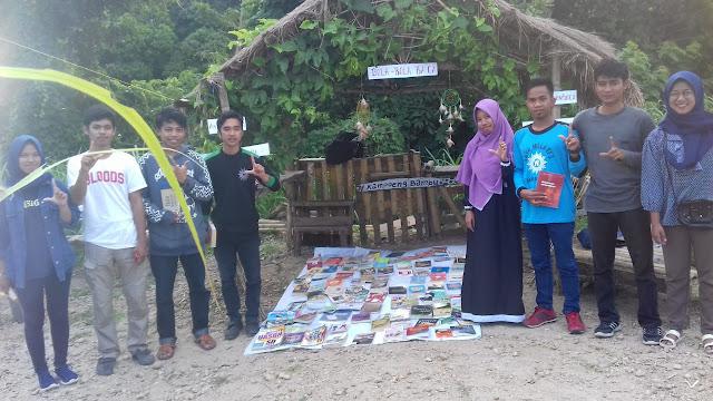 Relawan Literasi Sinjai Kembali Ngelapak Buku di Obyek Wisata Bamboo Vilage