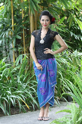 Model Kebaya Bali Lengan Pendek Hitam