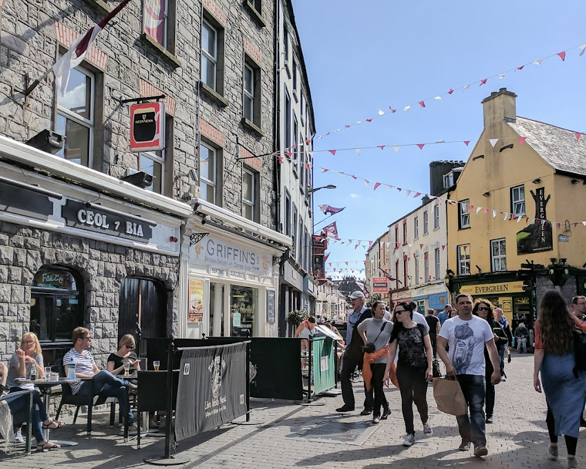 Galway, Ireland May 2017 photo by Corey Templeton. A Thursday throwback to a touristy but fun street in the city of Galway, Ireland. From May of this year.