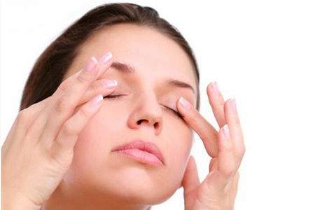 massage eye lids for eyelashes growth