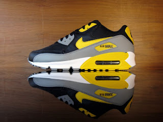 official photos 89b1c 91064 Nike Air Max 90. Black, Varsity Maize, White, Medium Grey. 325018-033 ...