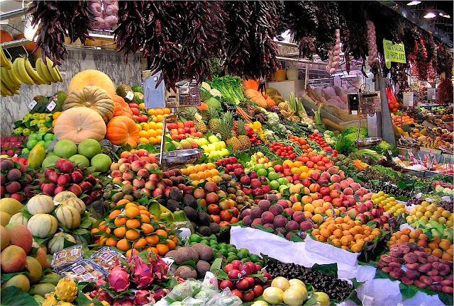 Mais de 40 milhões de toneladas de frutas por ano. Foto no CEAGESP.