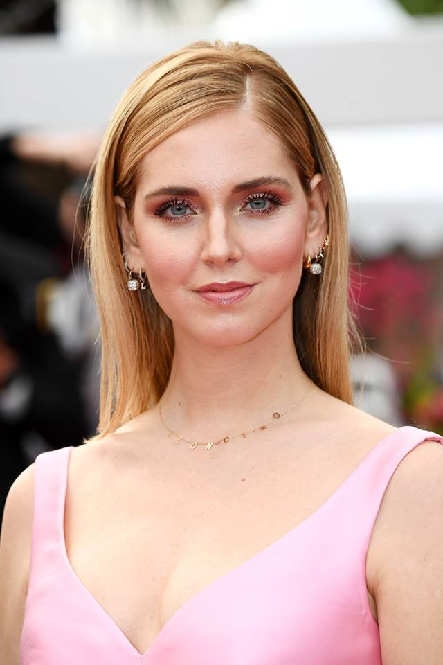 Chiara Ferragni in Pomellato Nudo earrings in white gold and diamonds.