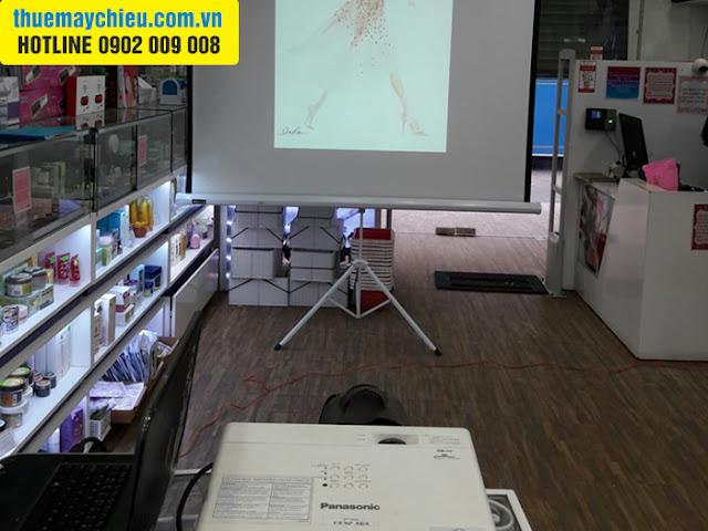 VNPC cho thuê máy chiếu ở shop mỹ phẩm cao cấp tại TpHCM