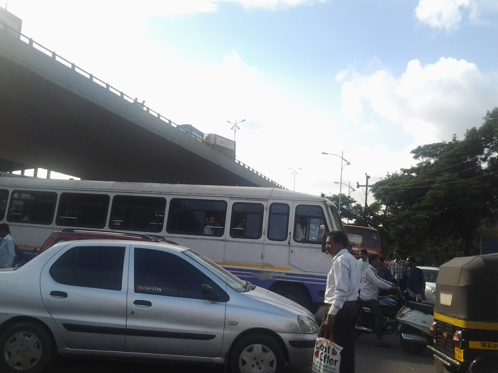 ACCIDENT TOOK PLACE IN PANVEL,,HUMAN WELFARE MEMBERS HELPED POLICE