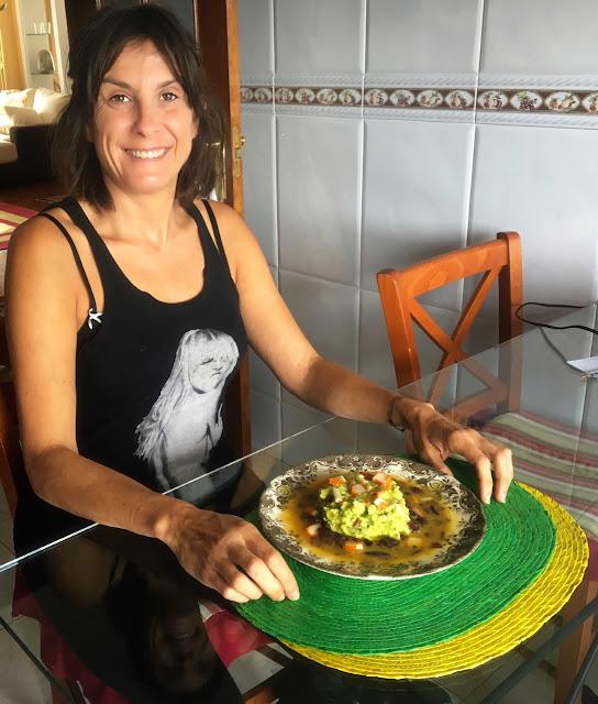 Como hacer Tartar de aguacate, con cebolla roja, gambas y vinagreta de naranja