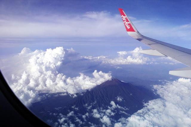 Pemandangan Indah Gunung Merapi Dari Atas Pesawat