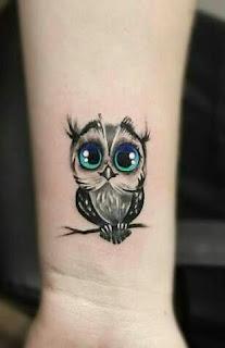 tatuagem feminina coruja