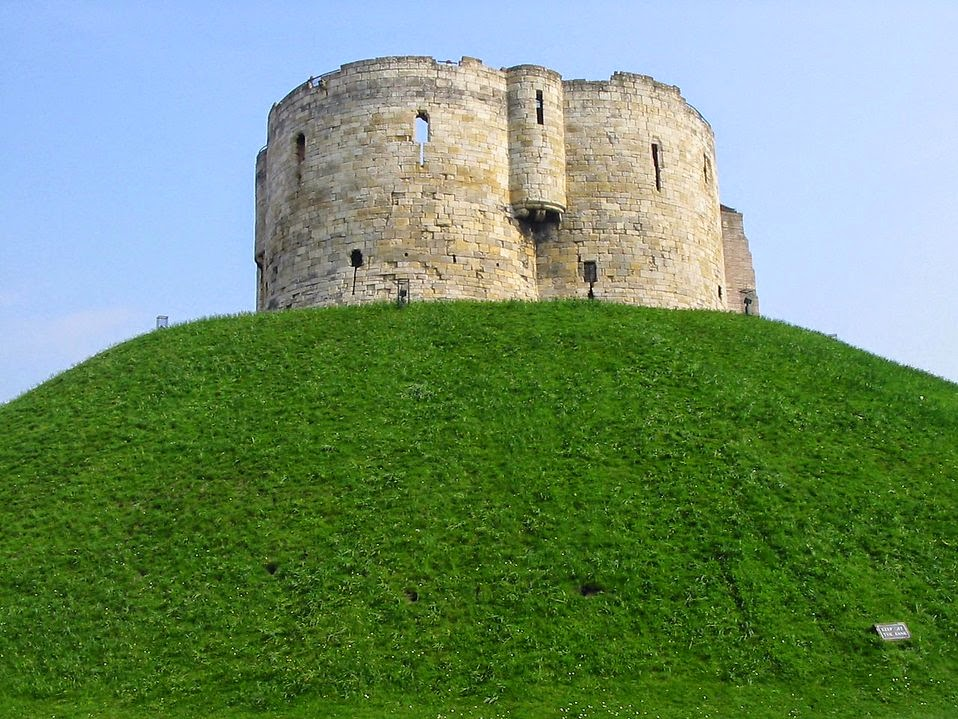 title: Cliffords Tower on top of a hill in York; source: http://www.freestockphotos.biz/; taken by Petr Kratochvil