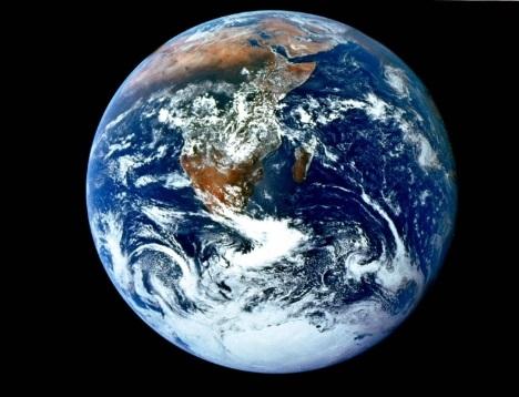 Terra vista do espaço. #PraCegoVer