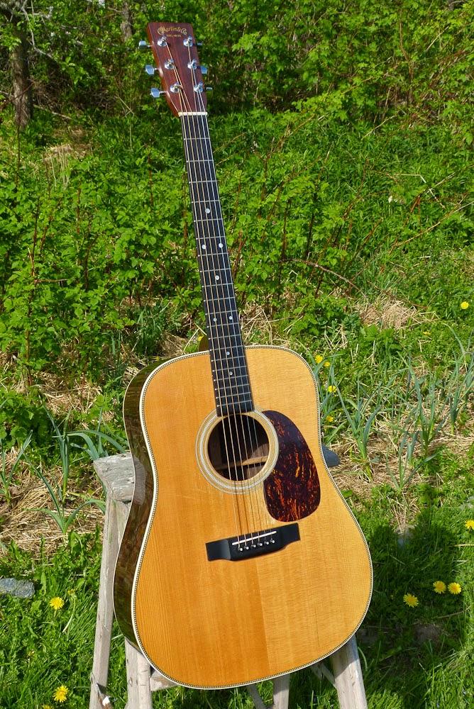 2001 martin hd 28 dreadnought guitar. Black Bedroom Furniture Sets. Home Design Ideas