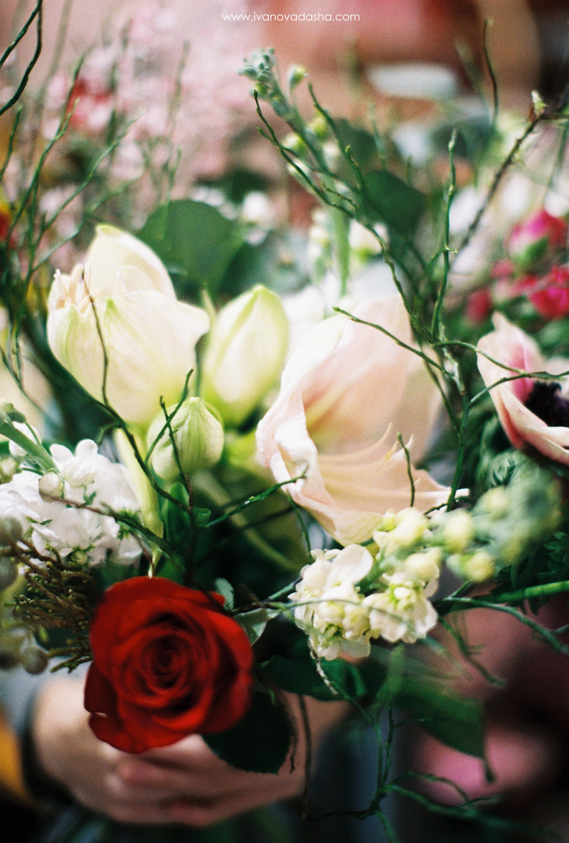 свадебная фотосъемка,свадьба в калуге,фотограф,свадебная фотосъемка в москве,свадебная фотосъемка в туле,фотограф даша иванова,портретная фотосъемка,портретная фотосъемка в москве,портретная фотосъемка в туле,фотограф москва,фотограф тула,тематическая портретная фотосъемка,идеи для портретной фотосъемки,свадебный букет,цветочный букет,создание свадебного букета,цветы,флорист,интервью,лайфстайл съемка,lifestyle,съемка в цветах,пленочная фотография,fine art,съемка на пленку,life style фотосессия, мастер-класс по созданию букета,флористический мастер-класс,профессиональный флорист