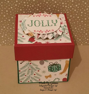 Presents and pine cones card in a box
