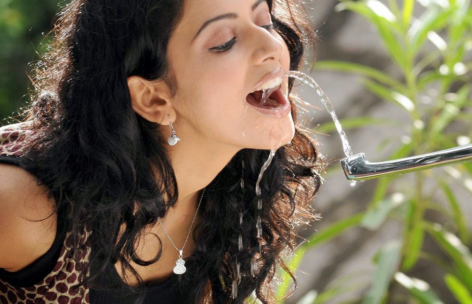 Telugu Actress Rakul Preet Singh Funny Playing Photos