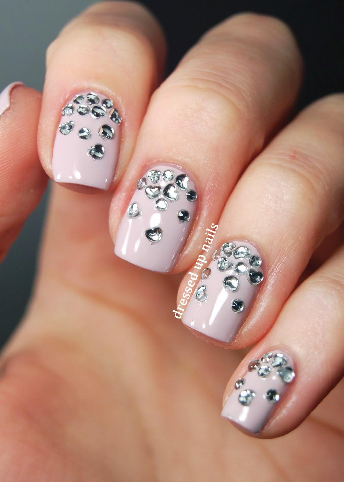 Dise os de u as con piedras maquillaje tips for Unas decoradas con piedras brillantes