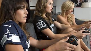 Απίστευτο! Σέξι gamer ξέχασε την κάμερα ανοιχτή και ξεκίνησε τα… παιχνίδια! (video)