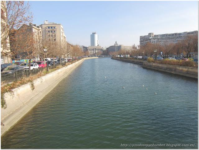 Río Dâmbovița afluente del río Arges, a su vez, afluente del río Danubio