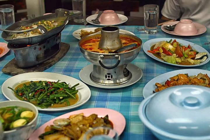 B Таиланде блюда на стол подаются сразу после того, как были приготовлены