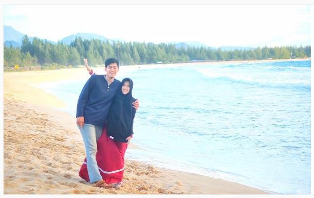 Foto Ressa Rere dan Ryan Qory di Pantai