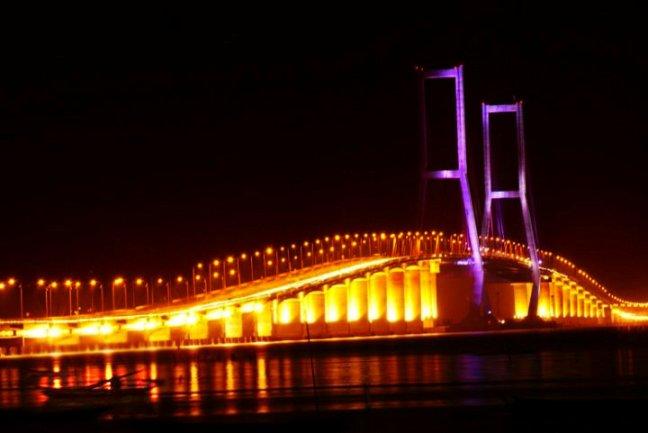 Tempat Wisata Di Surabaya - Jembatan Suramadu