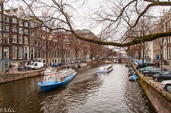 Paseo en barco por los canales en diez cosas que ver en Amsterdam