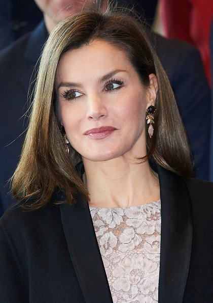 Queen Letizia presented 2017 National Innovation and Design Awards at Bosque Art Center. Queen Letizia wore lace blouse, Hugo Poss coat, Prada shoes