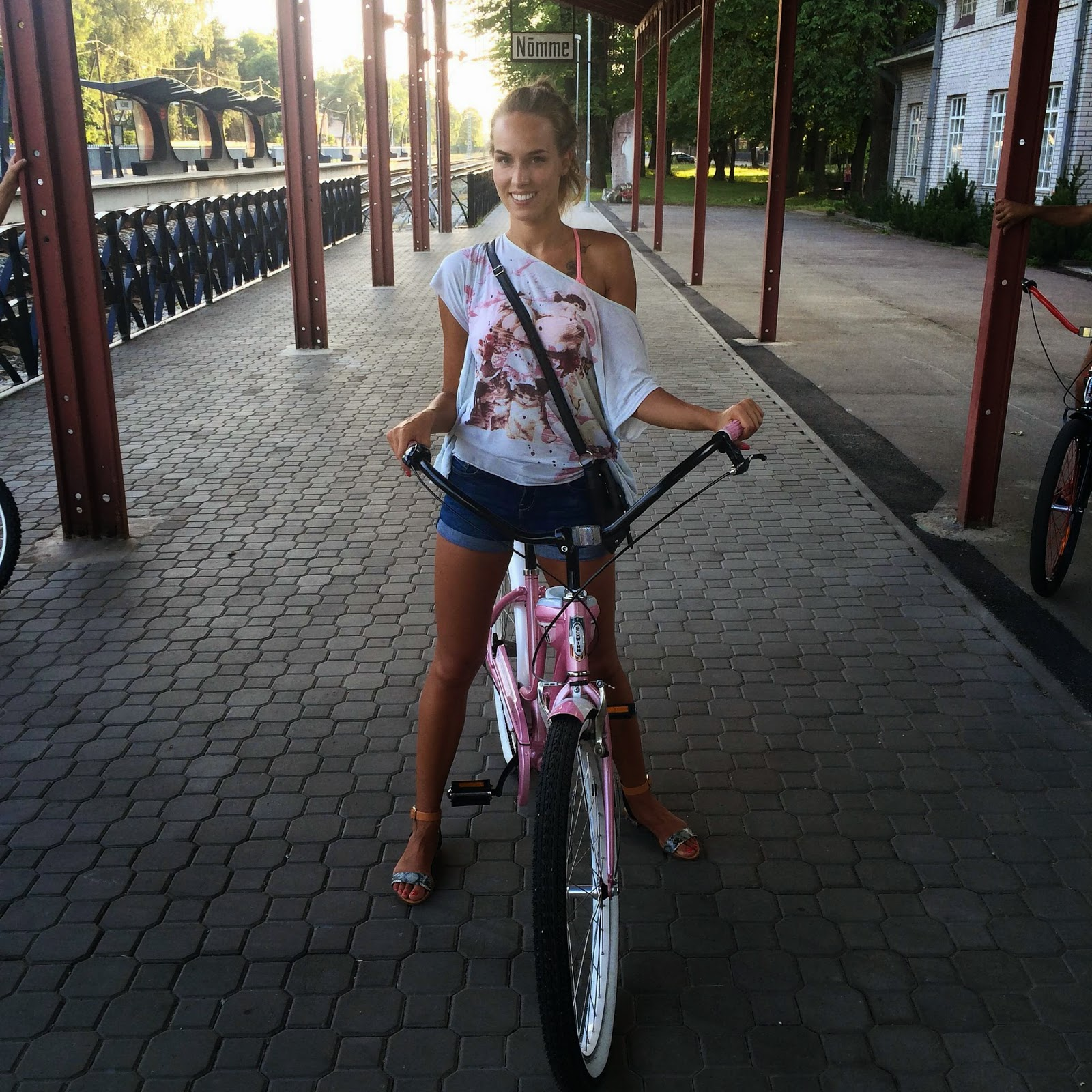 mango off shoulders top jean shorts schwinn pink debutante cruiser bike