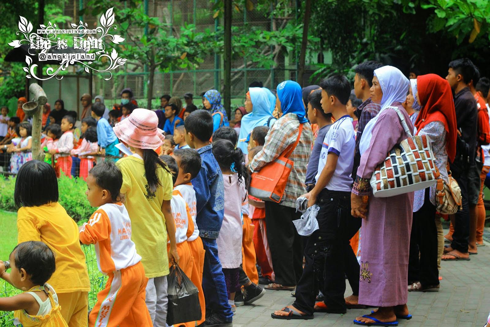 pengunjung dan penonton Gembiraloka