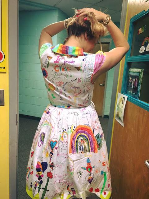 Vestido pintado a mano por niños