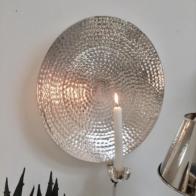 Vägglampett i försilvrad mässing från Micci´s House hos Longcoast Living.