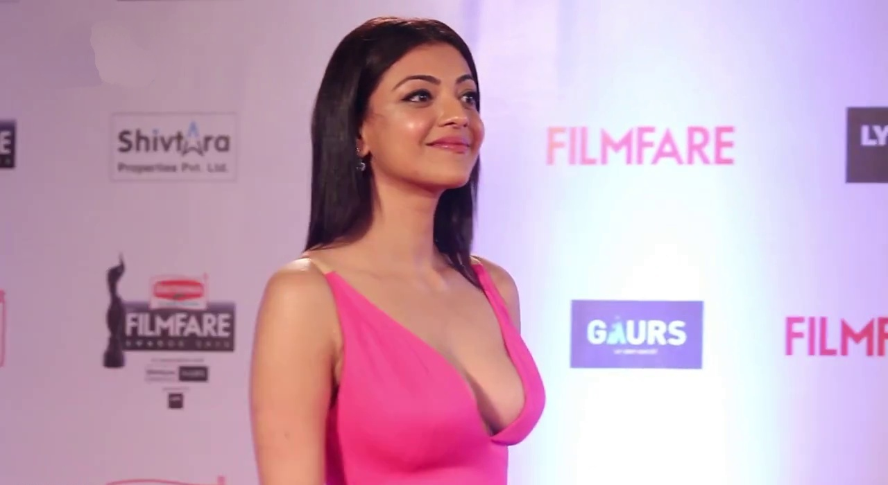 Kajal Aggrawal hot cleavage in pink gown
