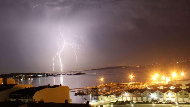 #Galicia: Una noche con más de 2.000 rayos