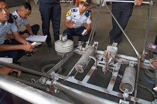 Pantograph yang dilepas dari KRL dan sedang dilakukan perawatan