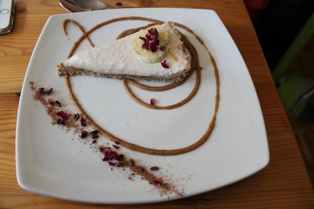 Wild food cafe raw vegan banoffe pie