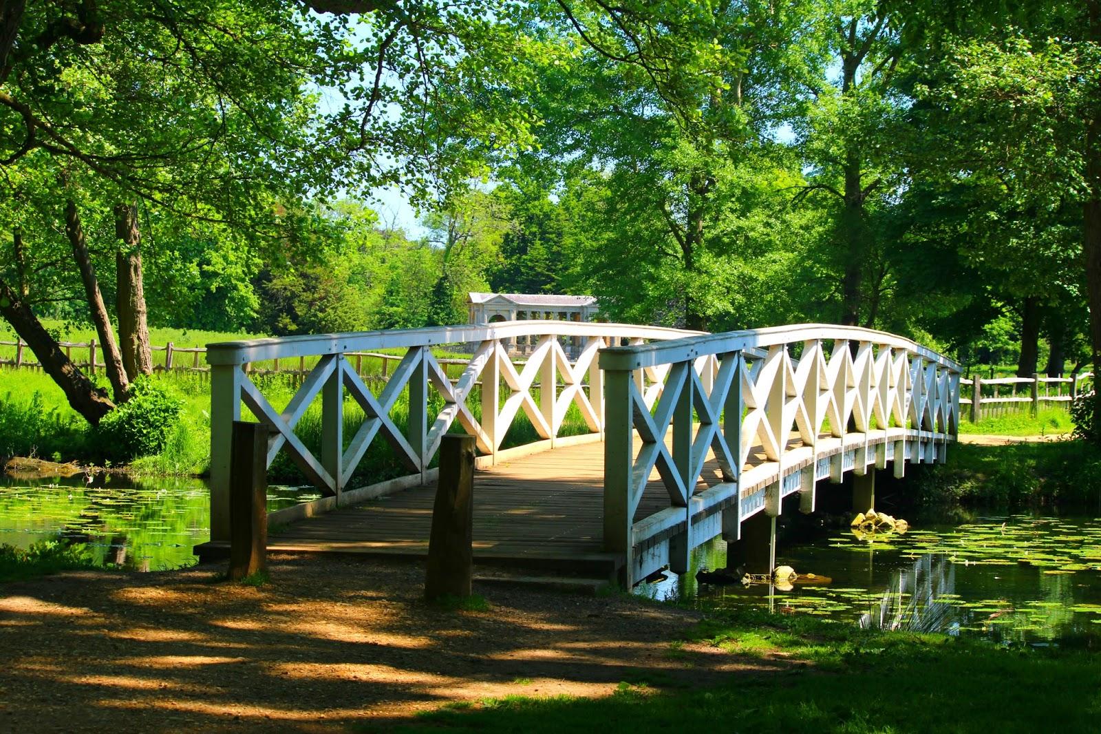 UK Summer blogger lifestyle photography bridge