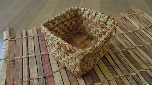 How To Weave A Cedar Basket : Giihlgiigaa haida weaver february
