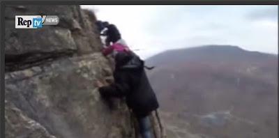 http://video.repubblica.it/mondo/cina-scalano-montagna-per-andare-a-scuola-l-impresa-quotidiana-dei-ragazzi/241094/241059?video=&ref=HRESS-4